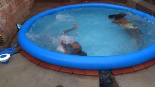 piscina redonda com deck