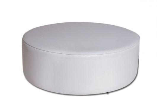 Modelo de puff branco grande redondo.