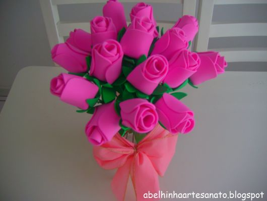 Rosa de EVA com a cor rosa