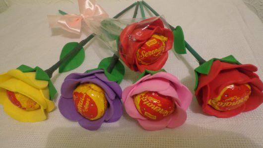 Rosa de EVA roxa com bombom