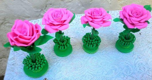 Rosa de EVA com a cor rosa na caneta