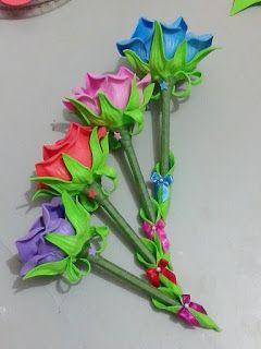 Rosa de EVA lilás na caneta