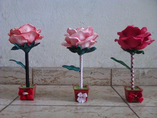 Rosa de EVA rosa clara na caneta