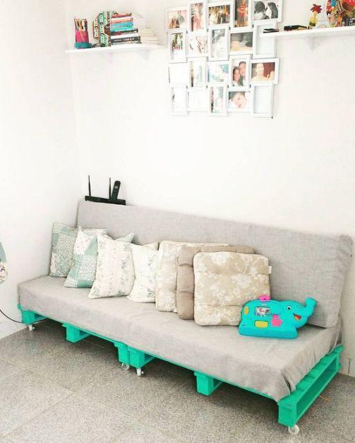 sofá de paletes com rodinha