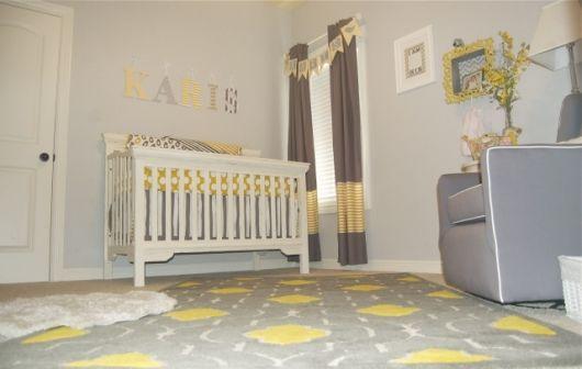 A junção do cinza com o amarelo é muito vista na decoração infantil