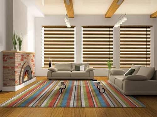 Sala ampla decoraçao moderna com tapete sisal colorido e sofas em tom nude.