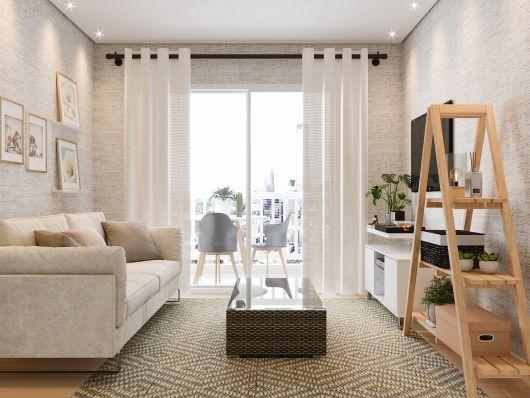 Sala branca com cortinas e tapete sisal estampado.