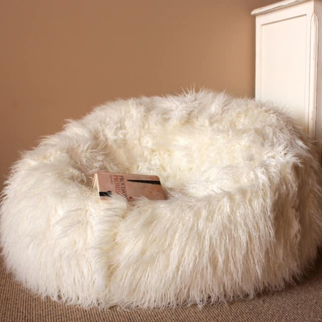 Puff peludo branco enorme tipo sofá