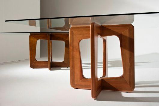 Duas bases de madeira para tampo de vidro