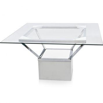 Mesa de vidro com base em aço para dar sensação de maior espaço