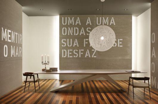 design da base para mesa de jantar de madeira ajuda a inovar a decoração