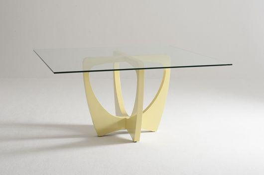 Mesa com base ideal para decoração minimalista