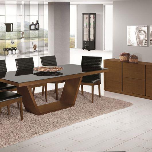 Ideia de base de madeira vazada para sala de jantar simples