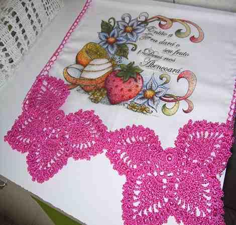 Bico de crochê de borboleta rosa