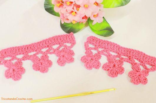 Bico de crochê de flor rosa
