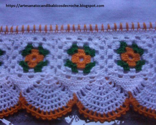 Bico de crochê de flor amarela