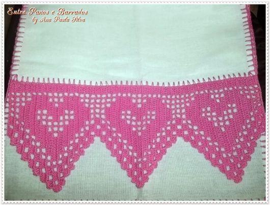 Bico de crochê de coração rosa