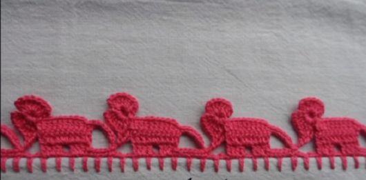 Bico de crochê de elefante rosa