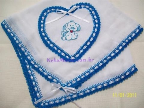 Bico de crochê azul com passa fita
