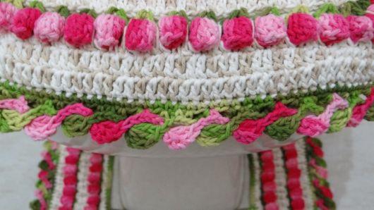 Bico de crochê com duas cores de linhas