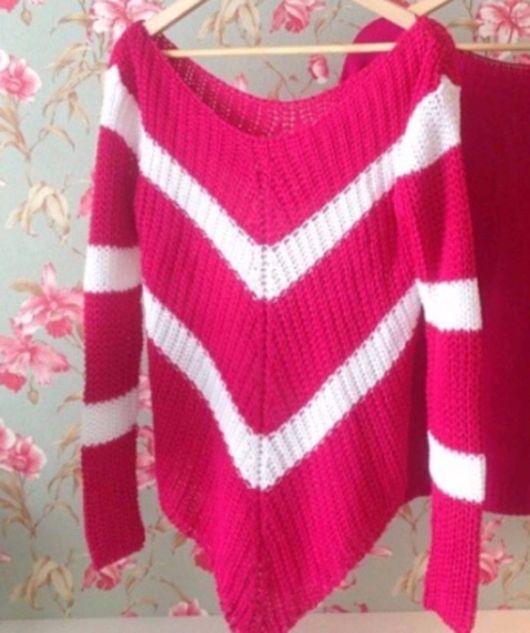 Bico de crochê em blusa rosa e branca