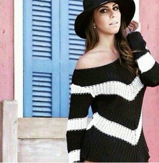 Bico de crochê em blusa preta e branca