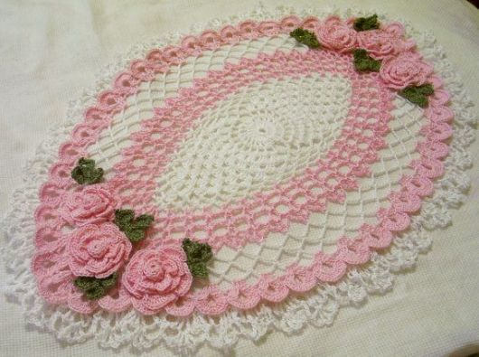 Bico de crochê rendado com flor