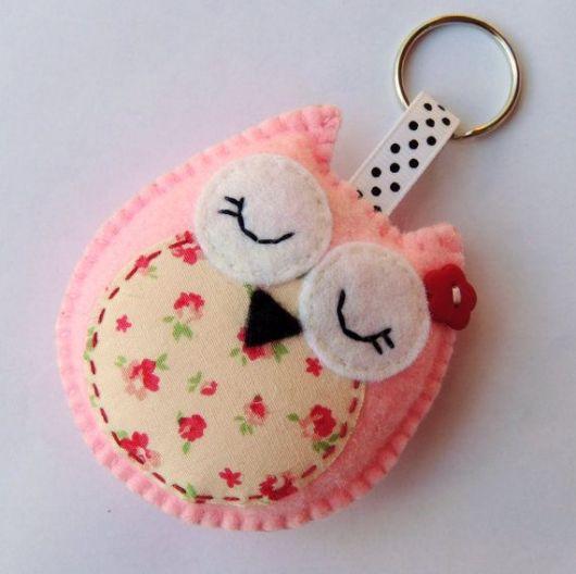 chaveiro de feltro corujinha rosa