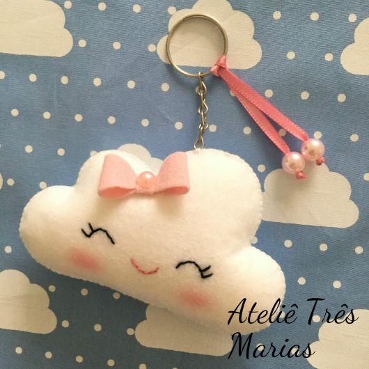 chaveiro de feltro nuvem com laço rosa