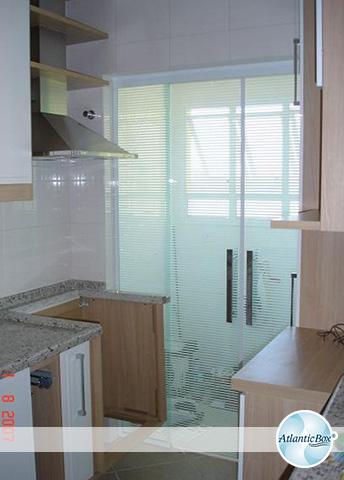 Divisória de vidro para cozinha.