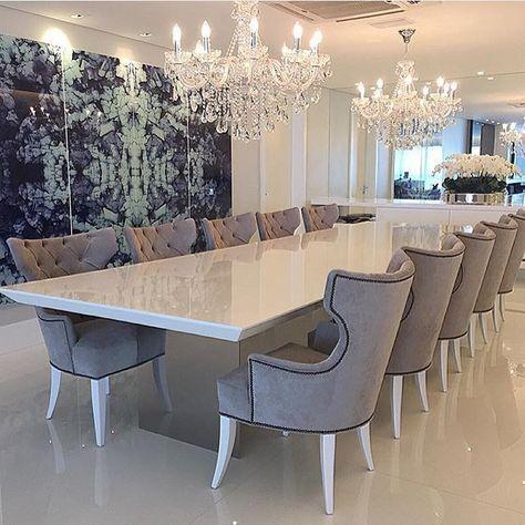 sala de jantar grande e moderna