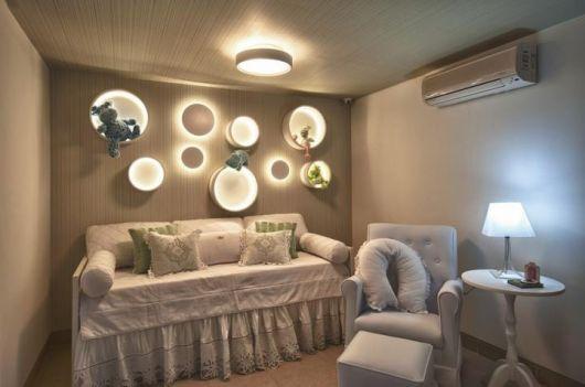 Ideia de composição com lustre e luminárias de parede
