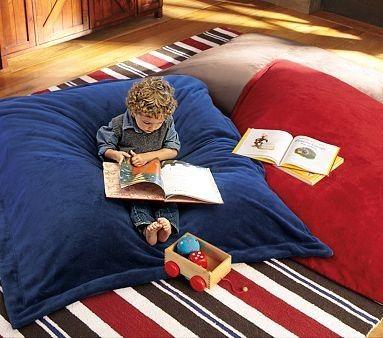 puffs gigantes são bem confortáveis para os momentos de leitura