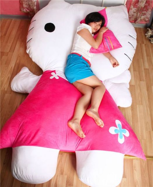 soneca no puff da Hello Kitty?