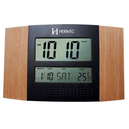 Relógio digital preto com madeira marrom.