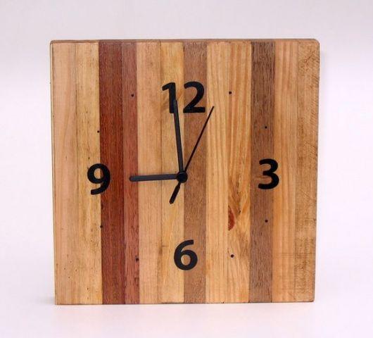 relogio de parede de madeira.