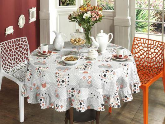 toalha de mesa com estampa de vaquinha.