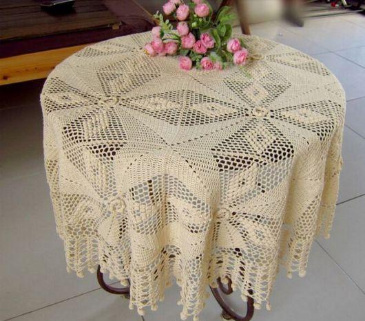 toalha de mesa de crochê amarela.