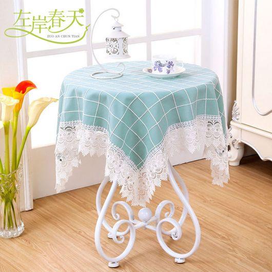 toalha de mesa com renda, para mesas pequenas redondas.