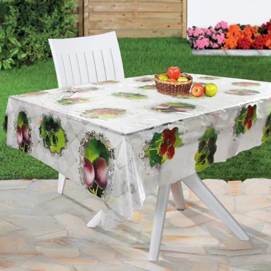 tolha de mesa de plástico estampada em mesa de jardim.