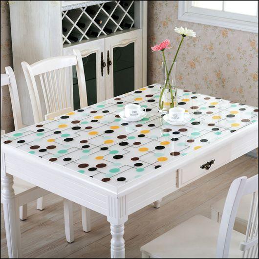 tolaha de mesa estampada na cor azul claro e escuro.