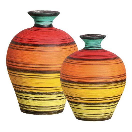 vaso de barro coloridos.