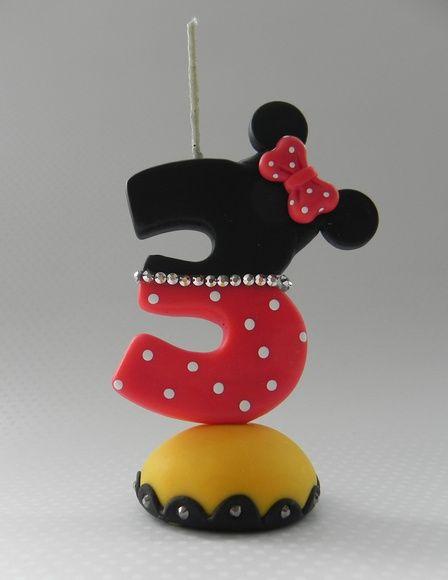 Vela de biscuit Minnie com número 3 e aplique de lacinho