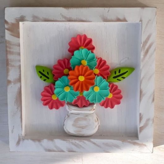 quadro com flores coloridas.