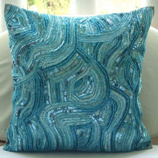 Outra sugestão para você criar almofadas bordadas com miçangas