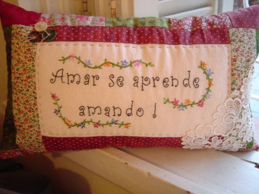 Ideia de frase para bordar na almofada