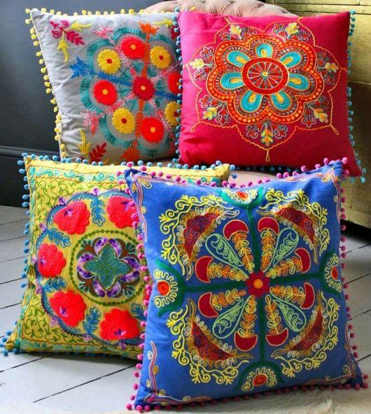 Crie almofadas bordadas com ponto mexicano para inovar na decoração