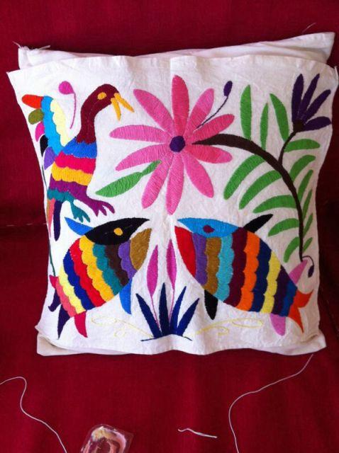 Você pode usar qualquer tipo de linha para criar o bordado mexicano