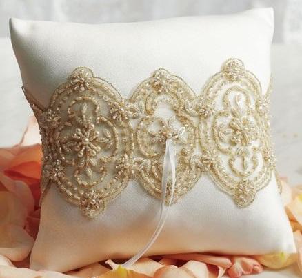 Almofada bordada sofisticada