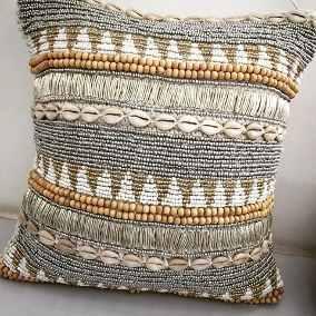 Modelo de almofada toda bordada com miçangas